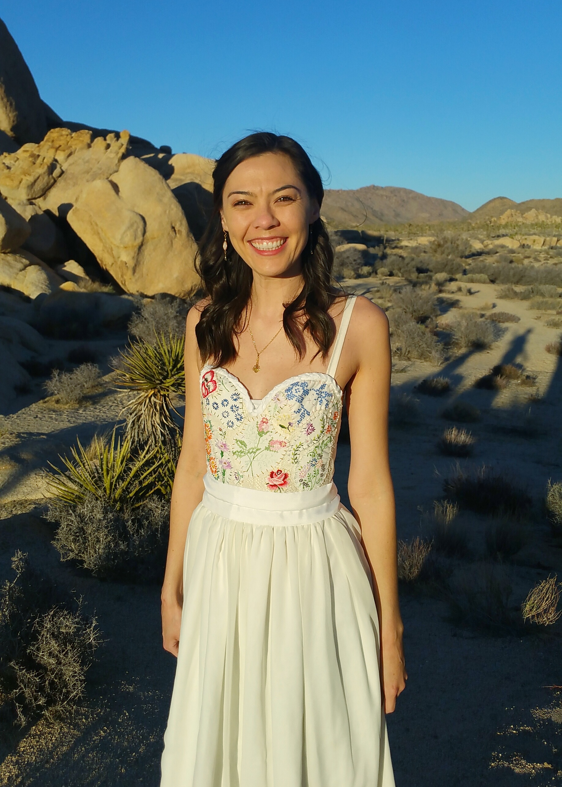 Joshua Tree bride in Etsy wedding dress